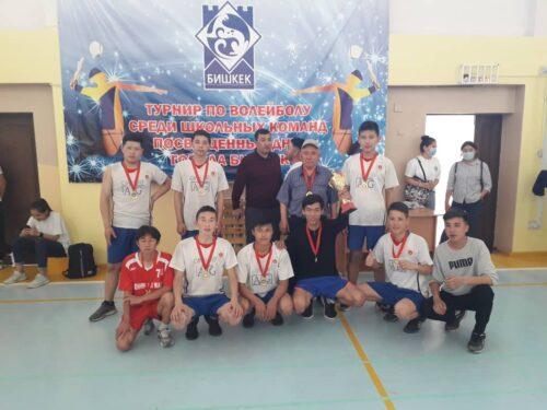 Турнир по валейболу среди школьных команд  заняли I место учитель физкультуры Ибраев Т.Т 3.05.2021
